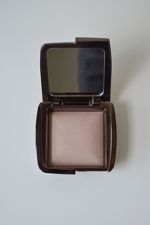 Resenha: Hourglass Ambient Lighting Powder (cor Dim Light)