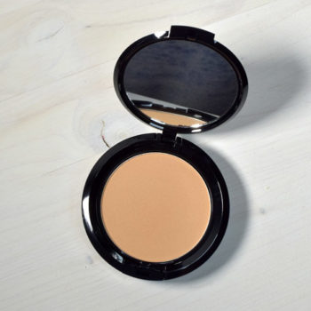Resenha: NYX Stay Matte But Not Flat Powder Foundation