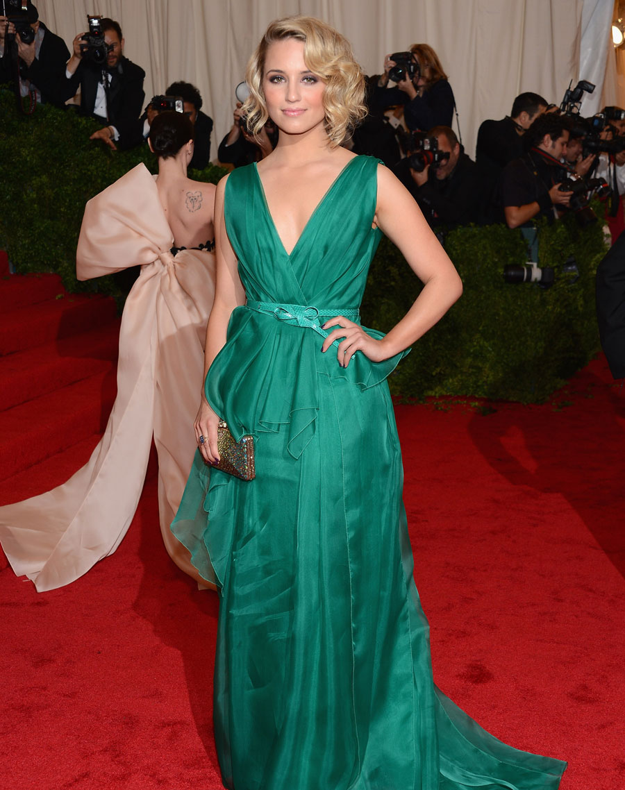 Maquiagem para vestido verde musgo