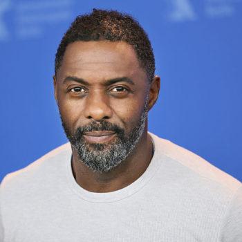 Ô, lá em casa… Idris Elba