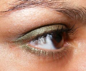Tutorial em vídeo: Look verde oliva