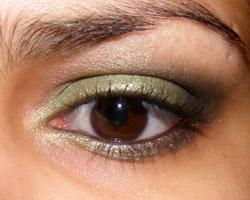 Dois Looks Verdes (Shu Uemura e Vult)